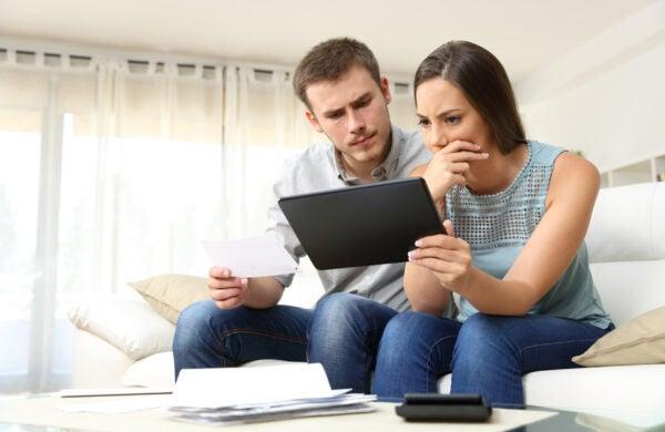 credit history monitor